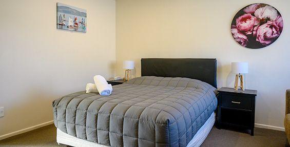 queen studio bed