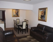 apartment with 2 queen-size beds and 3 singles