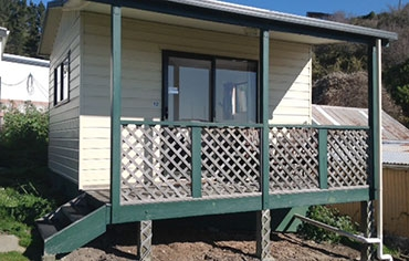 spacious 1-bedroom motel unit