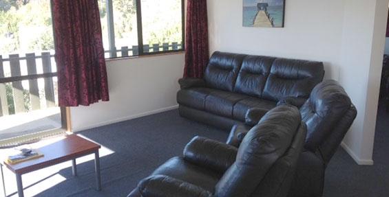 1-bedroom motel unit lounge