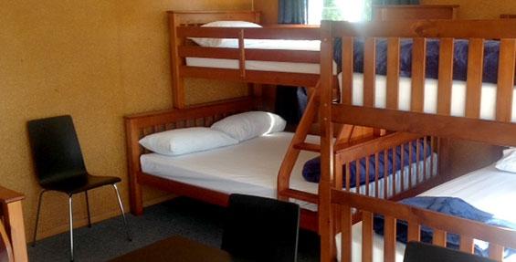 Bunkroom double bed bunks