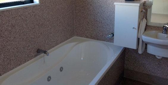 1-Bedroom Motel Unit with Spa Bath