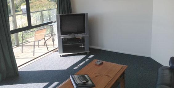 2-bedroom motel unit lounge