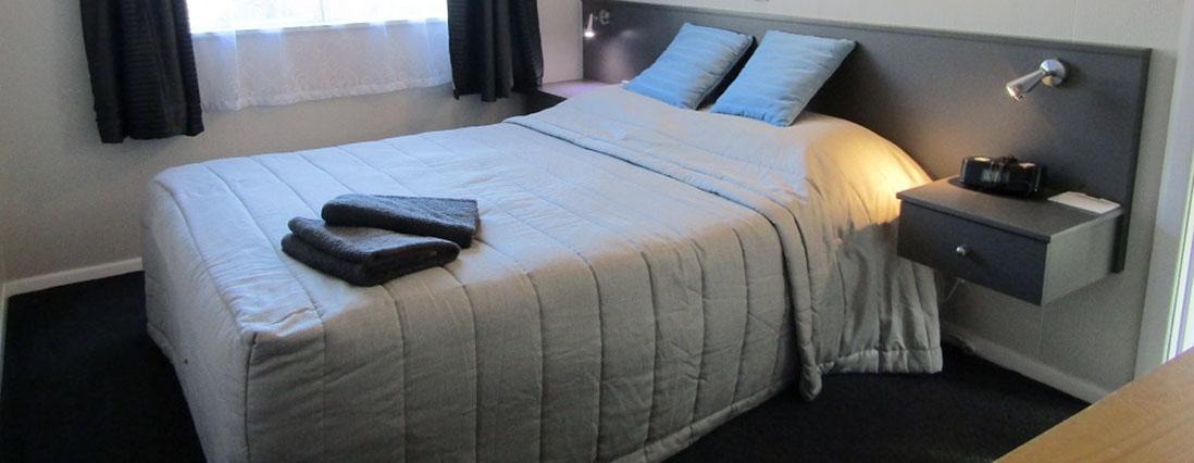 queen unit bedroom
