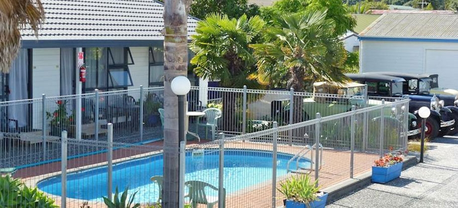 Mana-Nui Motel's swimming pool