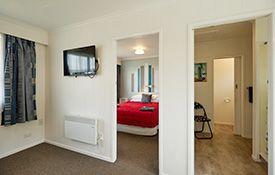 1-bedroom apartment (2 adults) bathroom
