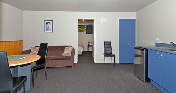 1-bedroom unit lounge