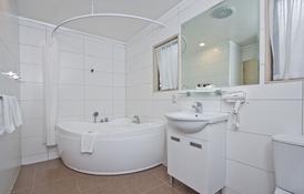 corner spa bath