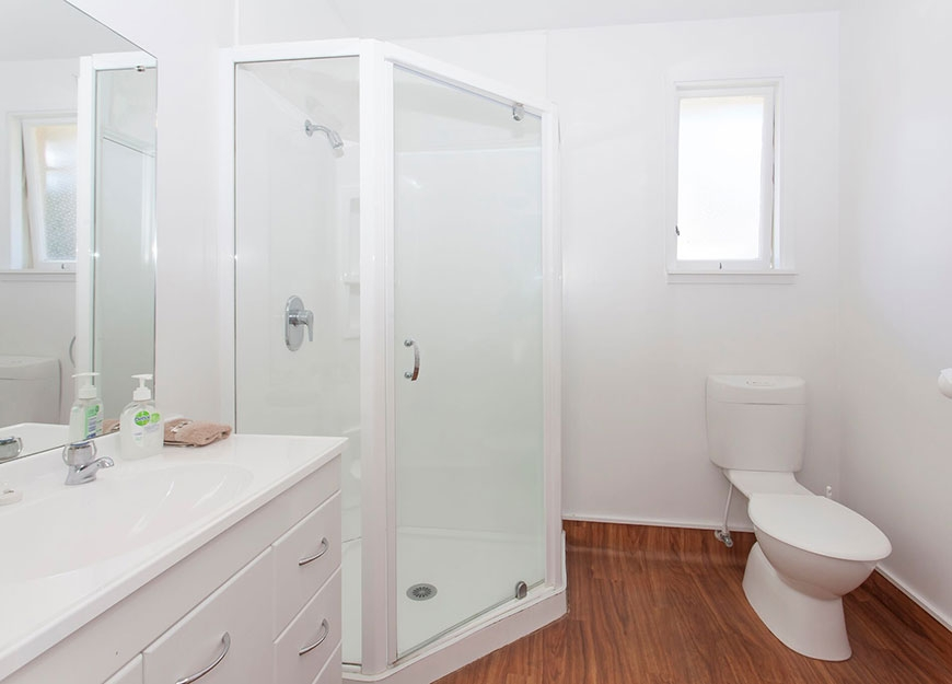 super clean ensuite bathroom