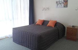 queen studio unit bed
