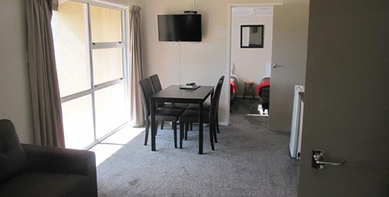 3-bedroom unit dining area
