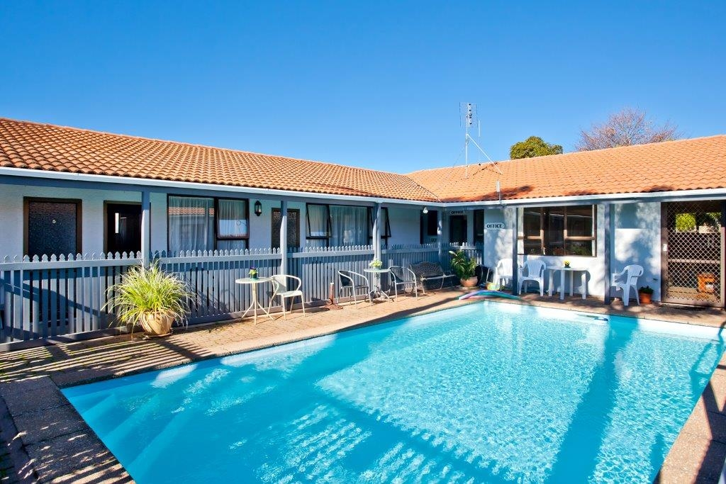 Whakatane motels swimming pool