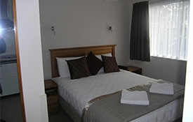 ground level 1-bedroom unit can accommodate up to 4 persons