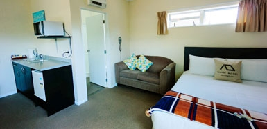 comfortable and spacious accommodation in central Waihi