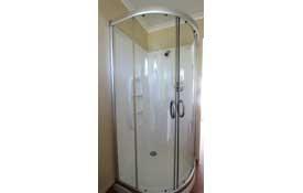 1 Bedroom shower
