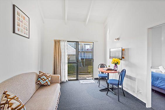 twin suite living area