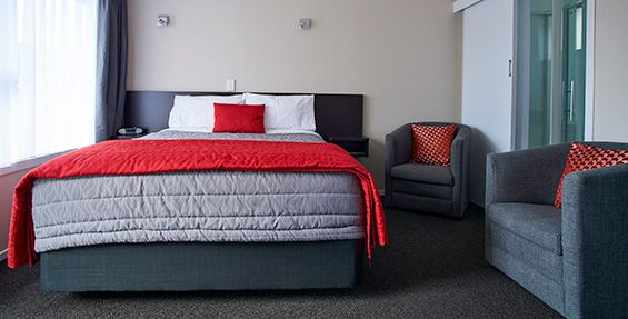 Executive Twin Studio Units queen-size bed