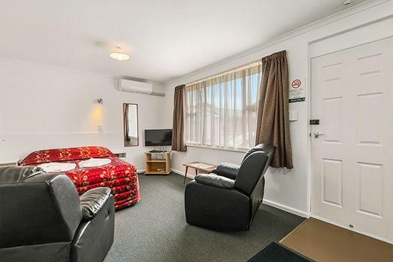 1-Bedroom Studio living area