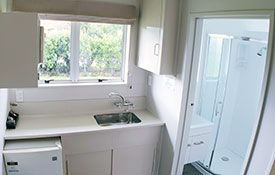 king studio kitchen/bathroom