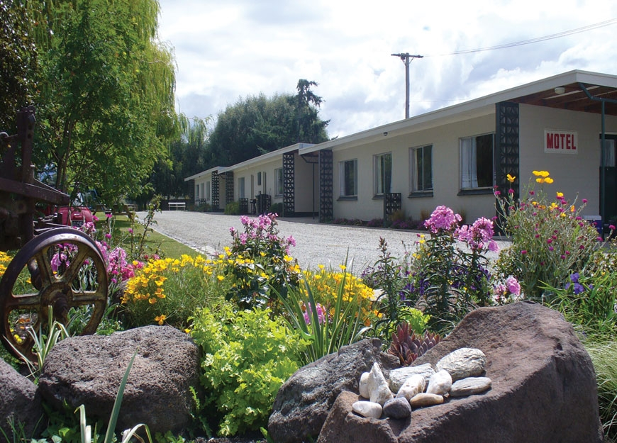 Ranfurly accommodation in garden setting