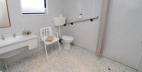 access 1-bedroom unit bathroom