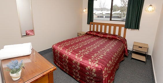 queen-size bed in the room of one-bedroom unit