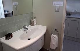 bathroom of king studio unit