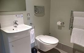 bathroom of queen studio