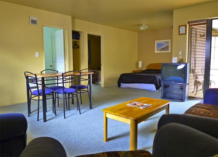 this suite can accommodate up to 4 guests
