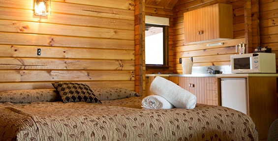 a queen-size bed and kitchenette in the chalet