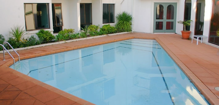 large outdoor swimming pool at our Hamilton hotel