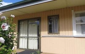 kiwi bach-style kitchen cabin