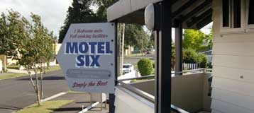 Image of the Hamilton Motel Six sign