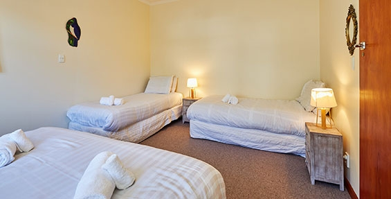 sea-renity third bedroom single beds