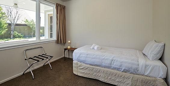 Kopuha bedroom with single bed