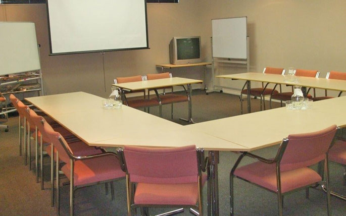 the room can accommodate up to 60 people