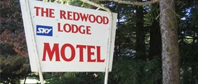 Redwood Lodge Motel is close to the town centre and restaurants