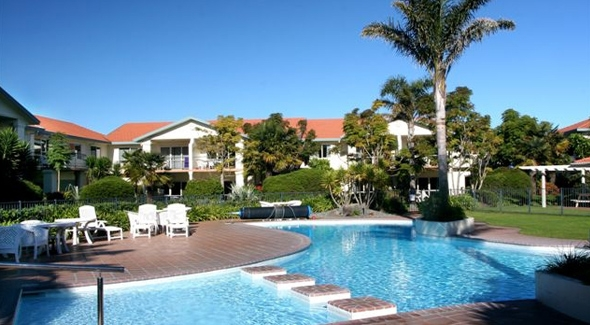 20-metre swimming pool (heated throughout the year) with children's area and spa pool at Pacific Palms Resort in Papamoa