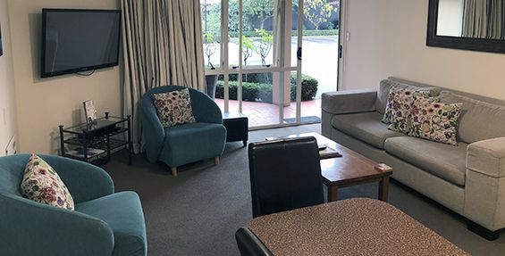 2-bedroom lounge