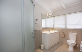 bathroom of Queen apartment