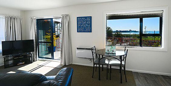 superior 1-bedroom suite dining