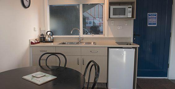 deluxe 1-bedroom suite kitchen