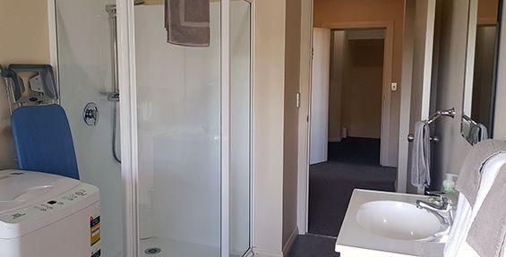 2-bedroom apt (b) bathroom