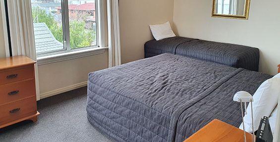 2-bedroom apt (a) bedroom