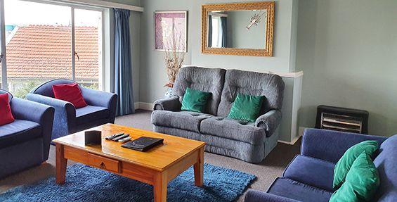 2-bedroom apt (10) lounge
