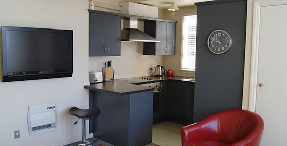 2-bedroom apt (e) kitchen