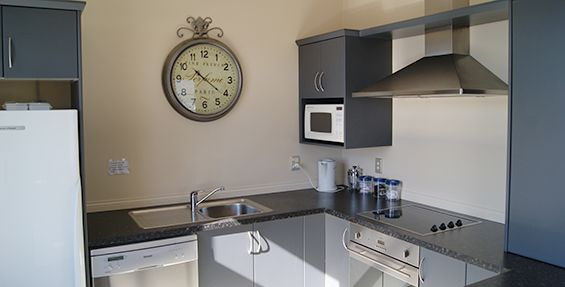 2-bedroom apt (c) kitchen