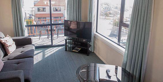 1-bedroom suite lounge