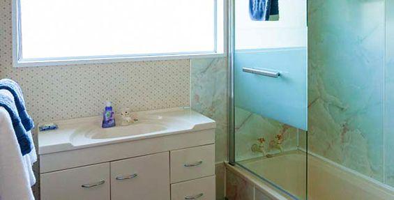 4-bedroom house bathroom
