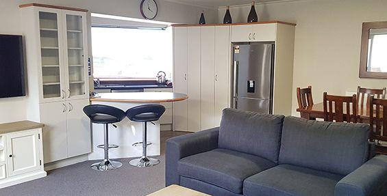 2-bedroom suite dining